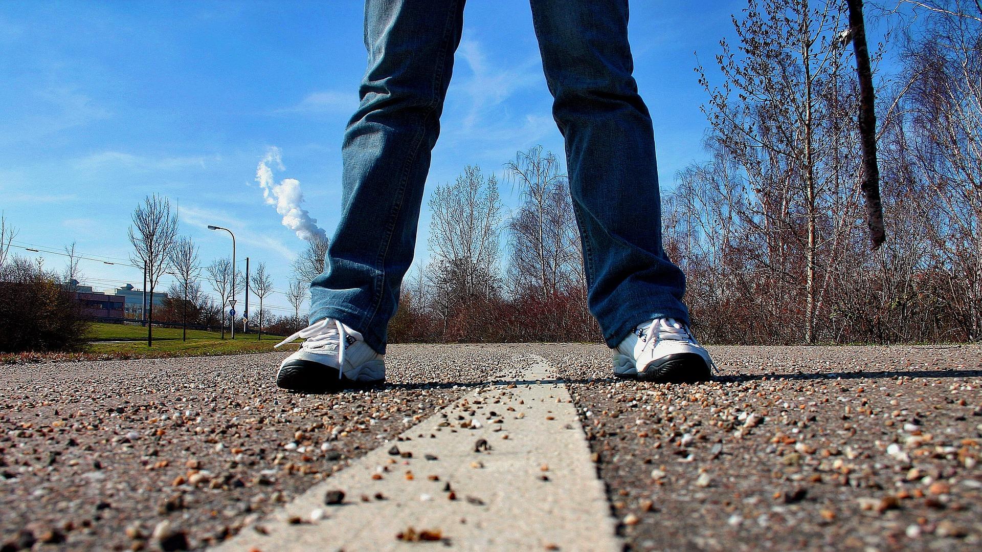 sidewalk-657906_1920